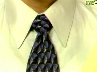 Видео урок как завязать виндзорский узел на галстуке